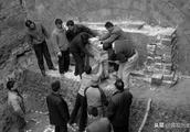 上世纪发掘一座古墓,其中摆满稀有珍宝,墓主石棺至今无人开启