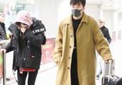 辛芷蕾和翟天临同时现身机场,网友:在一起了?
