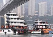 锐评丨重庆公交坠江事件警醒我们多些平和