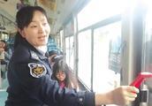 """驾乘冲突很危险,如何化解?聊城为公交司机设立""""委屈奖""""十余年"""