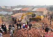 衡阳县樟树乡一处非法建筑物被依法强制拆除