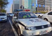 泰达移动电子警察摄录车正式执法 20分钟抓拍近30辆违停小客车