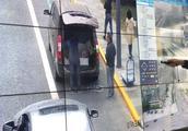 天网+全球眼 成都交警1小时揪27辆乱停车辆