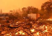 美国加州山林大火火势迅速蔓延 十五万人被迫撤离