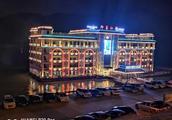 5层大楼水上漂?重庆江津海事部门:系餐饮船搬迁
