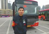 司机劝阻乘客扔垃圾 反遭辱骂:有本事往嘉陵江里冲