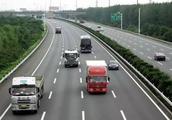中国高速公路怪现象 限速最高的车道却跑着最慢的车