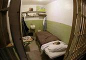 美国囚犯脑洞大开造假头放床上迷惑警方,越狱成功50年音讯全无