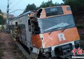 西班牙巴塞罗那一列火车脱轨 造成数十人死伤