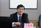 """""""私自往返香港100余次""""的厅官受审,当庭否认指控"""