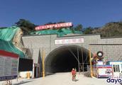 汕湛高速公路汕头至揭西段最长一座隧道实现贯通