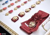 普京在克里姆林宫出席颁奖仪式 为杰出人士颁发国家奖