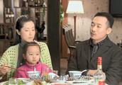 小伙在家宴上吹牛,没想全家早就知道他破产了,场面尴尬