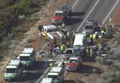 突发!载中国游客小巴高速公路上发生车祸,已致3死多伤