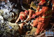 四川叙永县山体滑坡千人参与救援7人获救
