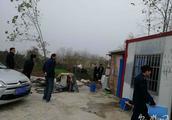 废弃民房成非法加油点 用普通水泵作为加油泵