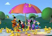 米奇妙妙屋:米奇使用了超级土豆的超级工具,成功弹开了橡皮鸭!