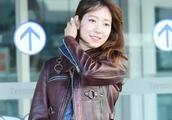 朴信惠穿皮衣走机场,散发出别样的魅力