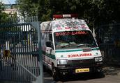 印度一卡车冲进婚礼队伍致13死15伤 伤者含新娘