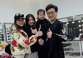 汪峰重庆开唱 章子怡携全家到场温馨甜蜜