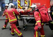 """""""巴黎爆炸""""始末:消防员正处置天然气泄漏,突然传来巨响……"""