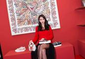 新年跟着Angelababy林允儿一起穿红色,不俗气的同时还尽显高级感