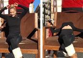 美女柔术演员街头表演失误 鼻子撞椅子当场流血