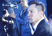 微博之夜,刘烨自带瓜子,女神林志玲在旁也丝毫不影响嗑瓜子