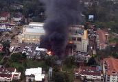 酒店玻璃被打成筛子顾客翻窗逃生 肯尼亚商业区遭恐袭已死15人