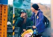 周渝民一家三口首次曝光 与太太喻虹渊带女儿逛动物园
