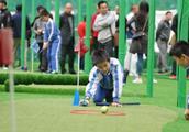 中高协校园高尔夫体育课教学展示活动搅热深圳