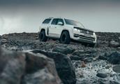 大众与北极卡车合作 改装适合在冰岛探险及配有卡布奇诺咖啡机的Amarok皮卡车