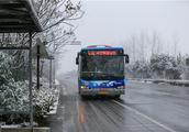 """曾拍过""""六合最美公交""""的摄影师又拍了大泉湖的雪景"""