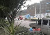 一摩托车调头被小货车撞飞 驾驶员经抢救无效死亡