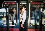 北京地铁拆座椅 你猜这是为什么?