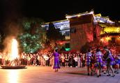 寻找记忆中的年味 这个春节去芙蓉镇·红石林过土家年吧!