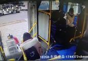 乘客携氢气球乘车遭拒后 竟阻止车辆正常营运~