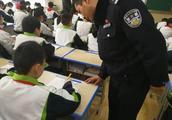 """泰安:交通安全""""考试""""进校园,交警为孩子普及安全知识"""