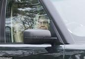 菲利普亲王刚发生车祸 英国女王又被发现未系安全带驾车出行