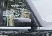 菲利普亲王刚发生车祸 英女王又被发现未系安全带驾车出行