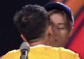 刘亦菲被扑倒、薛之谦遭强吻……这么多明星都曾被揩油!