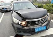 雅阁追尾丰田RAV4,前脸不忍直视,拆开防撞梁后,网友:怪不得