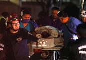 """""""偷油""""惹祸 墨西哥输油管道爆炸死亡人数已达66人"""