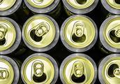 男子甲醇中毒昏迷不醒,生命垂危之际,医生给他灌下了15听啤酒!