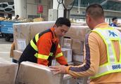 人均日处理十吨行李货物,深圳机场装卸员为保春运11年不回家