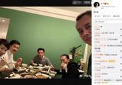 谢霆锋开年饭家人团聚合影 谢贤狄波拉出镜显年轻