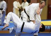 普京撂倒柔道冠军是真的吗 普京撂倒柔道冠军视频详解