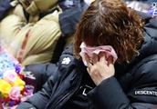 """特殊的毕业典礼!韩国世越号遇难学生终于""""毕业"""" 家属抱头痛哭"""