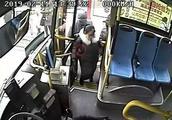 公交车追小偷事件始末 霸气公交司机开公交车带乘客追小偷