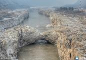 壶口瀑布现震撼冰桥景观
